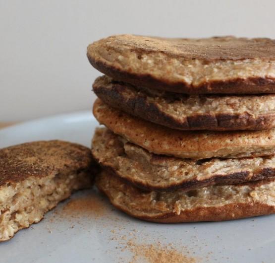 Pancakes aux flocons d'avoine pomme-miel